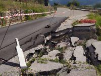 Roscigno: chiusa al traffico la S.P.342 che porta a Corleto Monforte per un cedimento dell'asfalto