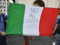 """""""No al Green pass e all'obbligo vaccinale"""". Proteste in tutta Italia, manifestazione in piazza anche a Salerno"""