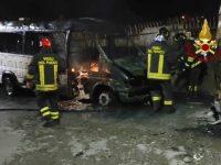 Incendio in un deposito di autobus a Potenza. I Vigili del Fuoco evitano il peggio