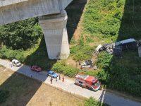 Incidente in A2 a Campagna. Camion precipita dal viadotto, due morti