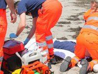 Tragedia in mare a Capaccio Paestum. Bagnante perde la vita dopo un malore in acqua