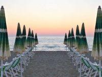 """""""Il virus non va in vacanza"""". A Pollica il sindaco adotta due provvedimenti per l'accesso alle spiagge e l'uso dei DPI"""