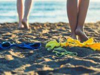 Turista fa il bagno nudo nel mare di Eboli. Arriva la Polizia Municipale e lo denuncia