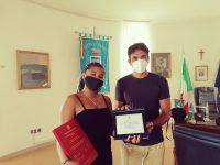 Studentessa colombiana si laurea con una tesi su Radio Sapri. Premiata dal sindaco Gentile