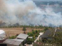 Grosso incendio in contrada Sant'Antonio a Buccino. Le fiamme minacciano le abitazioni