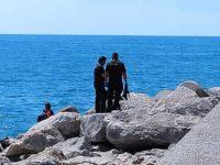 Salerno: il corpo senza vita di un uomo ritrovato tra gli scogli al Porto Masuccio Salernitano