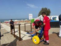 """A Capaccio Paestum inaugurata la """"Spiaggia senza barriere"""" per i diversamente abili"""