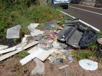 Abbandona rifiuti in località Pendino a Polla. Individuato dalla Municipale e sanzionato
