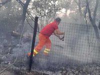 Vasto incendio ad Agropoli. Vigili del Fuoco e volontari a lavoro per domare le fiamme