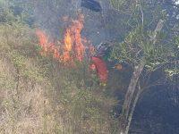Incendio in località Tempe a San Pietro al Tanagro. Le Squadre Antincendio della Comunità Montana evitano il peggio