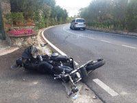 Violento scontro tra auto e moto a Buccino. Gravemente ferito giovane militare di San Gregorio Magno