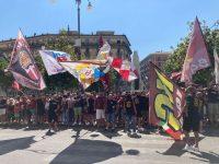 Salernitana. 300 tifosi alla Stazione per incitare la squadra in partenza per l'esordio in Serie A a Bologna