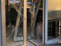 Eboli: ladri sfondano la porta di un ristorante per rubare 8 euro in cassa. Indagini in corso