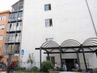 17enne residente a Buonabitacolo si lancia dal 4° piano dell'ospedale di Vallo della Lucania. E' grave