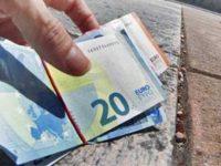 Caselle in Pittari: quattro giovani trovano 400 euro per strada e li consegnano in Municipio