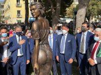 Giuseppe Conte a Sapri per lo scoprimento al pubblico della statua della Spigolatrice