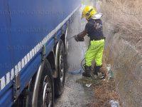 Tir carico di cemento diretto a Sala Consilina rischia di andare distrutto dalle fiamme sul raccordo Sicignano-Potenza