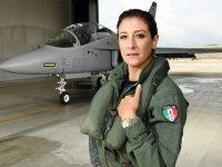 Le emozioni in volo, la carriera in Aeronautica. Intervista al Maggiore Federica Maddalena, tra le prime donne pilota militari in Italia