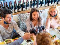 Divieto consumo di bevande alcoliche in aree pubbliche e mascherina obbligatoria all'aperto anche ad ottobre