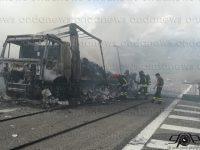 Paura lungo l'A2 del Mediterraneo. Camion in fiamme nei pressi di Contursi