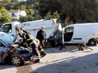 Scontro tra due auto e un camion dei rifiuti a Palinuro. Gravemente ferito un uomo