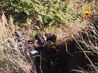"""Auto precipita in una scarpata lungo la S.S. """"Fondo Val d'Agri"""". Due donne ferite"""
